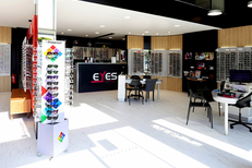 Eyes Optic Narbonne est un opticien à prix réduits ici des solaires de marque (® SAAM fabrice Chort)