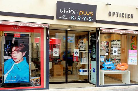 Vision Plus Mauguio est un opticien en centre-ville qui vend des lunettes, des montures, des solaires et des lentilles. Ce magasin d'optique est aussi spécialiste de l'optique du sport.( ® SAAM fabrice Chort)