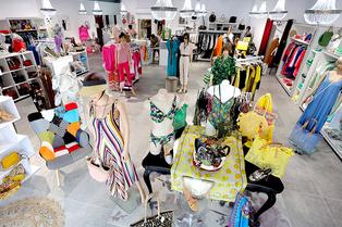 Viviane Collection Gignac vend des vêtements pour femmes au centre commercial Cosmo.(® SAAM fabrice CHORT)