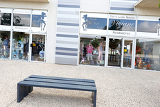 Boutique Viviane Collection Gignac vend des vêtements Mode femmes et accessoires de mode (® SAAM fabrice CHORT)