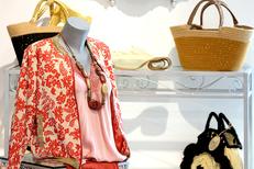 Viviane Collection Gignac vend des vêtements pour femmes et accessoires de mode (® SAAM fabrice CHORT)