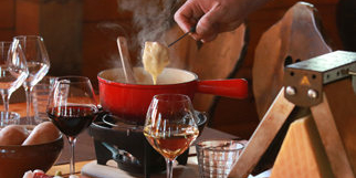 Le Chalet Chamoniard Montpellier présente la recette de la Fondue au fromage à déguster à Lattes (® SAAM-fabrice chort)
