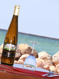 Le Marin Bouzigues restaurant de poissons et coquillages avec une vue superbe depuis la terrasse (® SAAM-Fabrice chort)