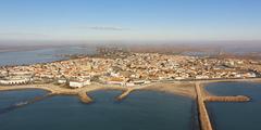 Vue aérienne des Saintes Maries de la Mer (crédits photos: OT des Stes Maries de la Mer)