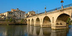 Pont romain de Sommières issue du site fotosearch.