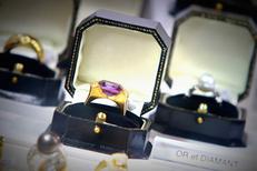 Argor Montpellier spécialiste d'achat d'or propose des bijoux en or et diamant (® networld-fabrice Chort)
