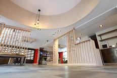 Atelier des Sens Montpellier Opticien centre-ville propose une boutique spacieuse pour conseiller et vendre des lunettes sur Jeu de Paume (® SAAM-Fabrice Chort)