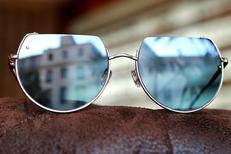 L'Atelier des Sens Montpellier vend des lunettes de soleil ou solaires en plus des montures conventionnelles (® SAAM-Fabrice Chort)