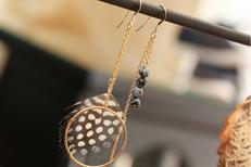 Boutique de mode Au Dressing du Puits Montpellier vend des accessoires de mode : bijoux, sacs, foulards... (® SAAM-fabrice Chort)