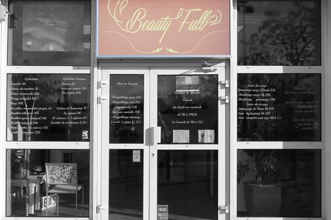 Institut Saint Gely du Fesc Beauty'full dans la galerie marchande extérieure d'Intermarché  (® networld - Fabrice Chort)