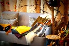 Chuma Montpellier propose des coussins, tapis, sacs at autres objets déco ou idées cadeaux en centre-ville aux Arceaux (® networld-fabrice Chort)