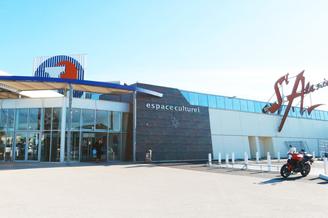 Galerie marchande Leclerc Saint Aunes avec ses 40 boutiques, magasins et restaurants (® NetWorld-Fabrice Chort)