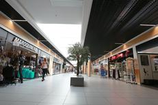 Boutiques de la Galerie marchande Leclerc Saint Aunès avec ses magasins et restaurants (® NetWorld-Fabrice Chort)