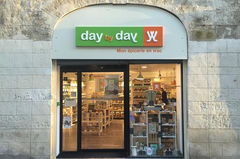 Day by Day Montpellier est une épicerie en vrac en centre-ville qui propose les produits de tous les jours en vrac, sans emballage superflu, à la pièce ou au poids dans la rue Saint Guilhem.(® day by day)