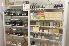 Epicerie en vrac Montpellier chez Day by Day où les produits sont proposés au volume, à la pièce ou au poids pour acheter la juste dose, notamment des produits d'hygiène (® day by day)