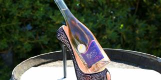 Domaine du Petit Chaumont Aigues Mortes propose une cuvée de vin rosé Mam'zelles (®  SAAM- Fabrice Chort)