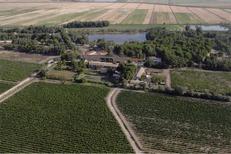 Domaine du Petit Chaumont Aigues Mortes en vue aérienne qui produit des Vins de Sable Bio (® Domaine du Petit Chaumont)