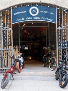 EBIKEPREMIUM Montpellier dédié aux vélos électrique propose la location de vélo électrique et la vente de vélo électrique sur Montpellier avec des cycles de tous styles : vintage, urbain (® EBIKEPREMIUM)