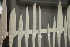 Emprin Montpellier depuis 1896 présente un belle sélection de couteaux dans la rue St Guilhem au centre-ville  (® NetWorld-Fabrice Chort)