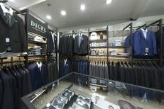 Escassut Montpellier vend des costumes Homme dans sa boutique de mode Homme en centre-ville (® escassut-Sophie Sobieraj)