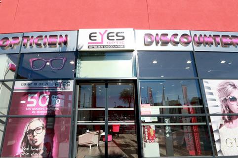 Eyes Optic Castelnau le Lez opticien discounter vend des montures, des solaires, des lentilles et des verres à prix réduits à l'Aube Rouge près de Montpellier. (® SAAM-Fabrice Chort)