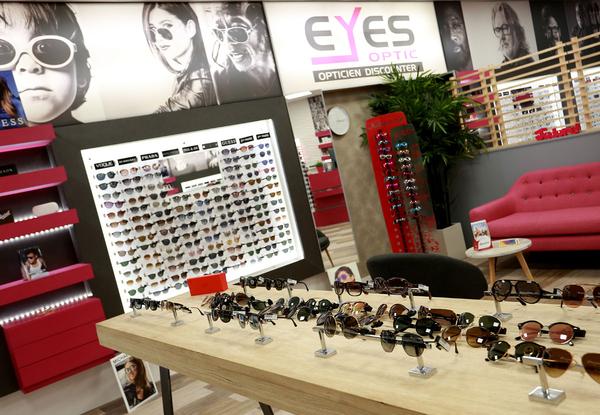 43d6f9b5dc12e Eyes Optic Saint Clément de Rivière est un opticien qui vend des lunettes  de marque pas ...