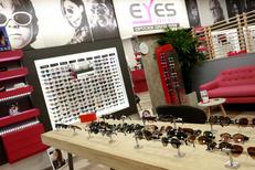 Eyes Optic Saint Clément de Rivière est un opticien qui vend des lunettes de marque pas cher dans la galerie de Carrefour Trifontaine (® SAAM-fabrice Chort)