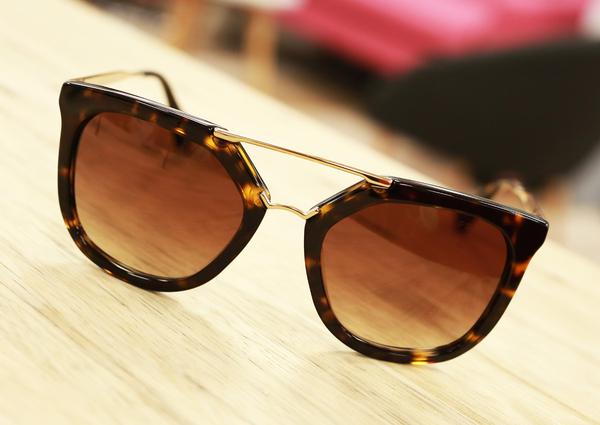 83bc91ad8ca8f ... Opticien Saint Clément de Rivière Eyes Optic vend des lunettes à prix  réduits dans la galerie