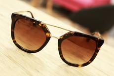 Opticien Saint Clément de Rivière Eyes Optic vend des lunettes à prix réduits dans la galerie de Carrefour Trifontaine (® SAAM-fabrice CHort)