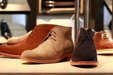 Chaussures Homme Montpellier chez Finsbury Montpellier notamment des chaussures en daim au centre-ville (® NetWorld-F.Chort)