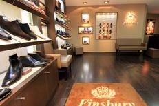 Chaussures Homme Montpellier chez Finsbury qui vend des souliers luxe masculins avec patines personnalisées possibles (® NetWorld-F.Chort)