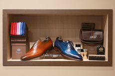 Finsbury Montpellier vend des chaussures homme haut de gamme au centre-ville avec un service de patine personnalisée (® SAAM-fabrice Chort)