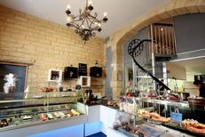 Pâtisserie fine Montpellier chez Gabriel Créateur de Gourmandises en centre-ville dans le quartier des Beaux Arts qui propose aussi un salon de thé (® networld-fabrice Chort)