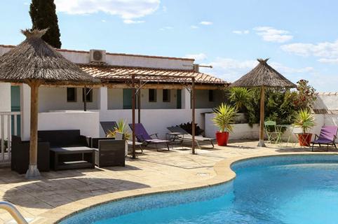 L'hôtel La Palunette aux Saintes Maries de la Mer et sa superbe piscine (® networld-fabrice Chort)