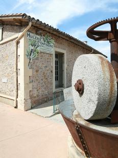 Huilerie Clermont l'Hérault Coopérative OlidOc vend des olives, des huiles d'olives et des produits régionaux (® SAAM-Fabrice Chort)