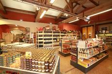 Huilerie Clermont l'Hérault vend des produits régionaux en boutique (® networld - fabrice Chort)