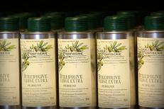 Huilerie de Clermont l'Hérault vend de nombreuses huiles d'olive ici de la vierge extra (® networld-fabrice Chort)