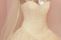 Ivoire et Blanc Mariage Montpellier présente de superbes robes de mariée au centre-ville (® NetWorld-Fabrice Chort)