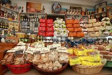Epicerie italienne Albert Montpellier vend des gourmandises italiennes au centre-ville de Montpellier (®  networld-fabrice Chort)