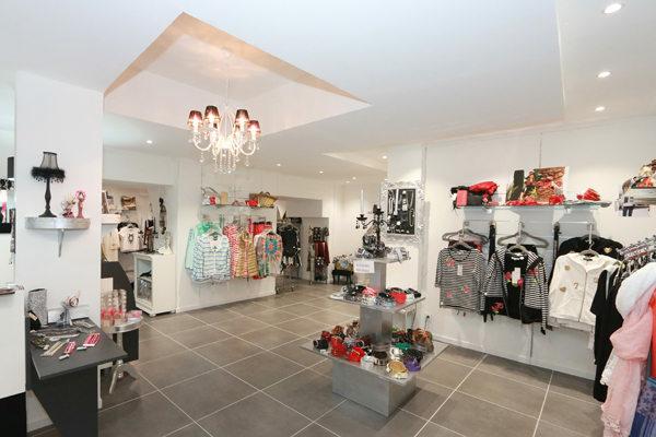 ... Grand choix de tenues dans la boutique L une et L autre spécialiste de 17b4bd788f0