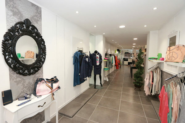 ... Vue de la boutique L une et L autre specialiste de la mode Femme Collection  Printemps Eté ... f72e0965772