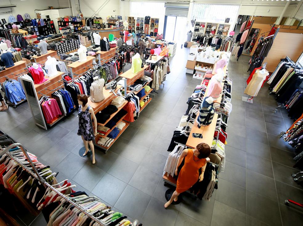 Le 18 castelnau d stockage v tements luxe montpellier shopping - Decor discount st jean de vedas ...