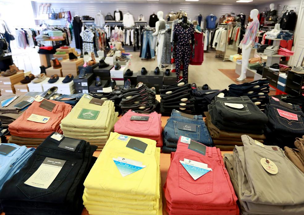 597e354c81f ... Le 18 Clermont l Hérault est un magasin de Déstockage de vêtements luxe  pour hommes ...