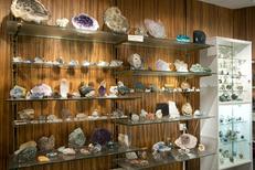 Globe Trotteur Montpellier vend des minéraux au centre-ville (® networld-Sabrina Boirel)
