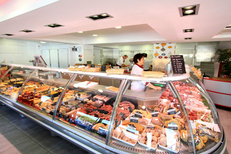 Produits de qualité du boucher-traiteur Le Grau Gourmand au centre commercial Le Port Royal du Grau du Roi (credits photos : networld-Fabrice Chort)