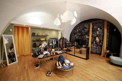 Les 3 L Montpellier est une boutique vegan ou concept store Vegan avec des produits vegans, végétaliens en matière de vêtements, cosmétiques, accessoires de mode en centre-ville(® SAAM-fabrice Chort)