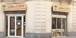 Les Herbes de Lajoie Montpellier est une boutique qui vend des produits naturels dérivés du chanvre, certains contiennent du CBD ou cannabidiol. (® SAAM-Fabrice Chort)