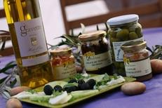 Produits régionaux au caveau des Vignerons de la Gravette de Corconne (credits photos: Gravette)