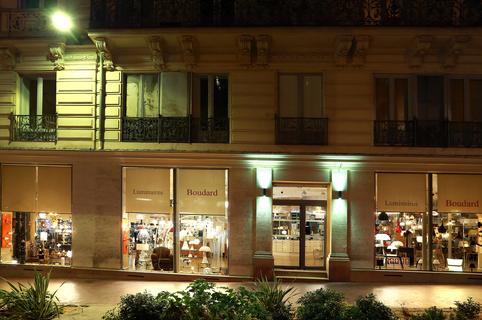 Luminaires Boudard Montpellier vend des lampes, des lustres et mobilier au centre-ville au croisement de la Rue Foch et de la Rue de l'Aiguillerie  (® SAAM- Fabrice Chort)