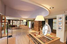 Maison Acuitis Montpellier Opticien centre-ville propose une boutique spacieuse pour conseiller et vendre des lunettes sur Jeu de Paume (® Acuitis-Fabrice Chort)